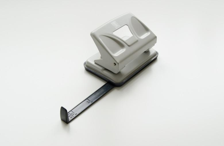 hole-puncher-2451466_1920