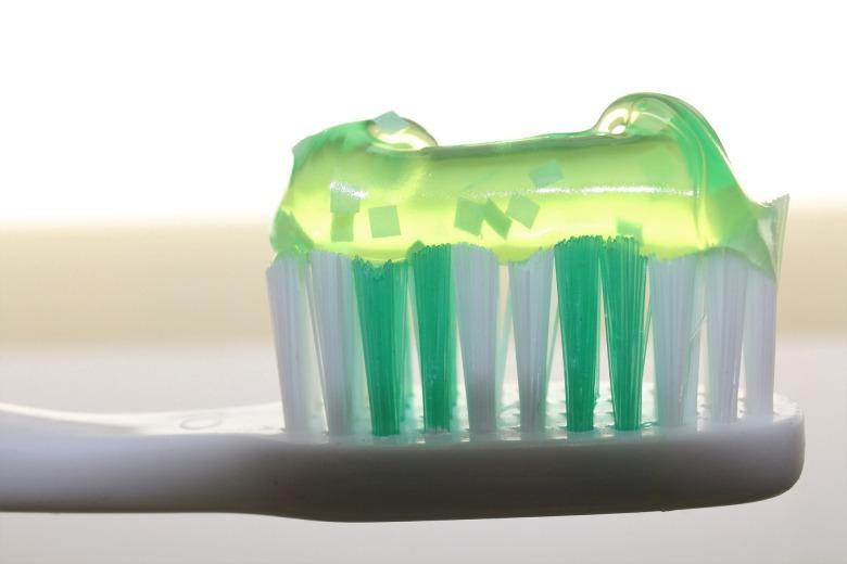 toothbrush-2789792_1920