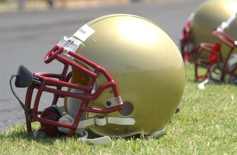 football-helmet-1401350_1920