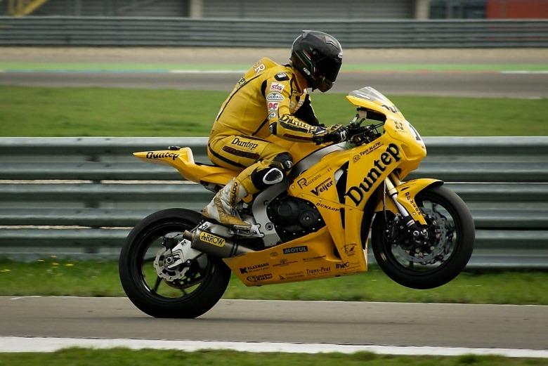 motorbike-384687_1280
