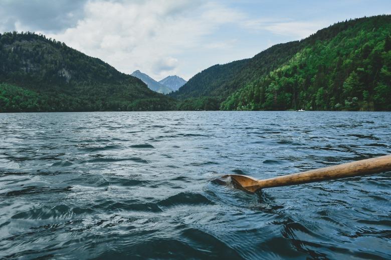 paddling-1081679_1920