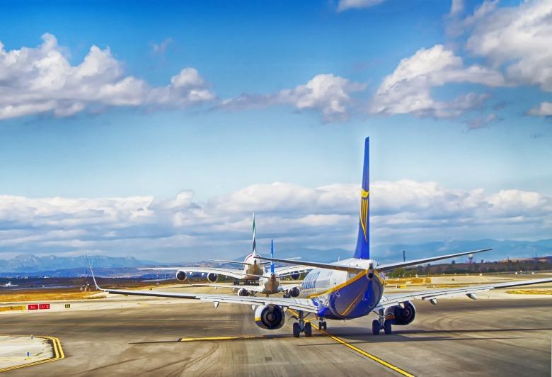 aircraft-4102684_1920