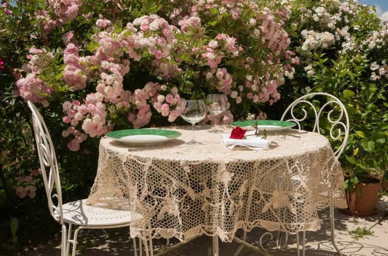 table-1583799_1920