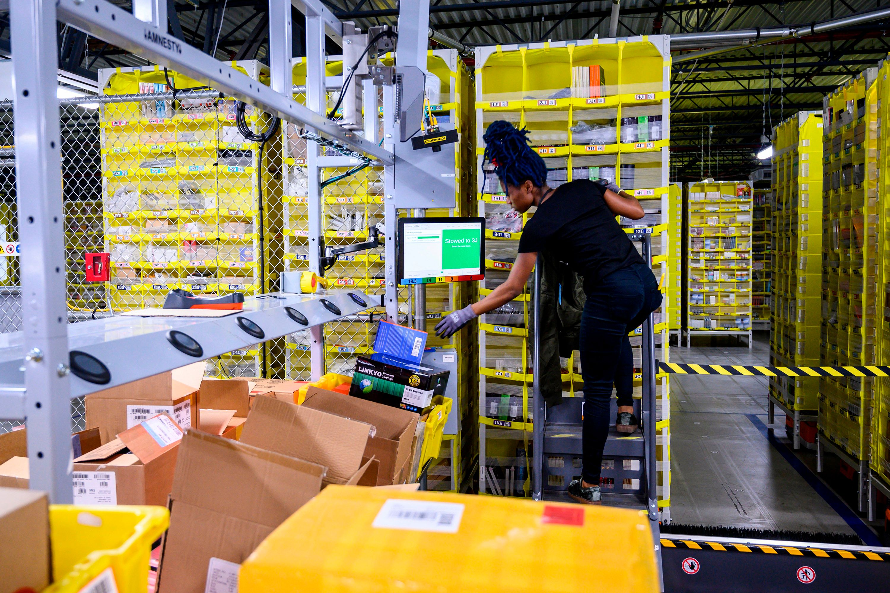 amazon-worker-lay-on-warehouse-floor-for-20-minutes